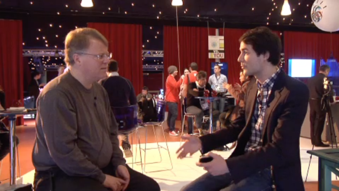 Olivier explaining Game in Town to Robert Scoble at LEWEB'11